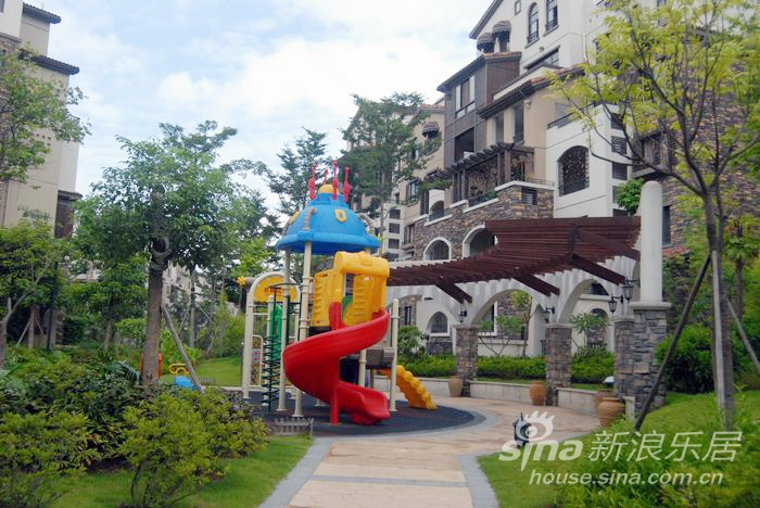凤岭山语城社区里的儿童乐园-到中国铁建凤岭山语城领略异国风情图片