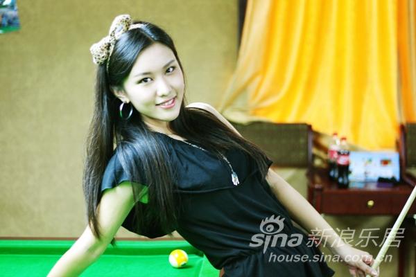 类:打桌球的美女