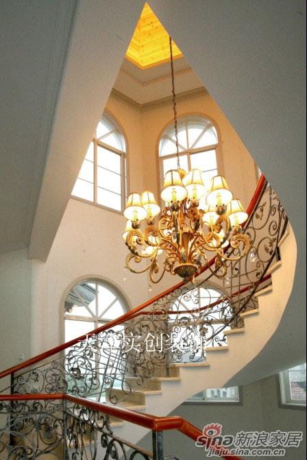 别墅旋转楼梯 打造室内装饰绝佳效果高清图片