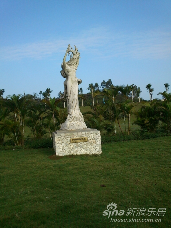 太阳神阿波罗和月亮女神达芙妮的雕像