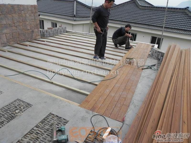 防腐木户外阳台吊顶防腐木地板栏杆外墙木方木条地板 高清图片