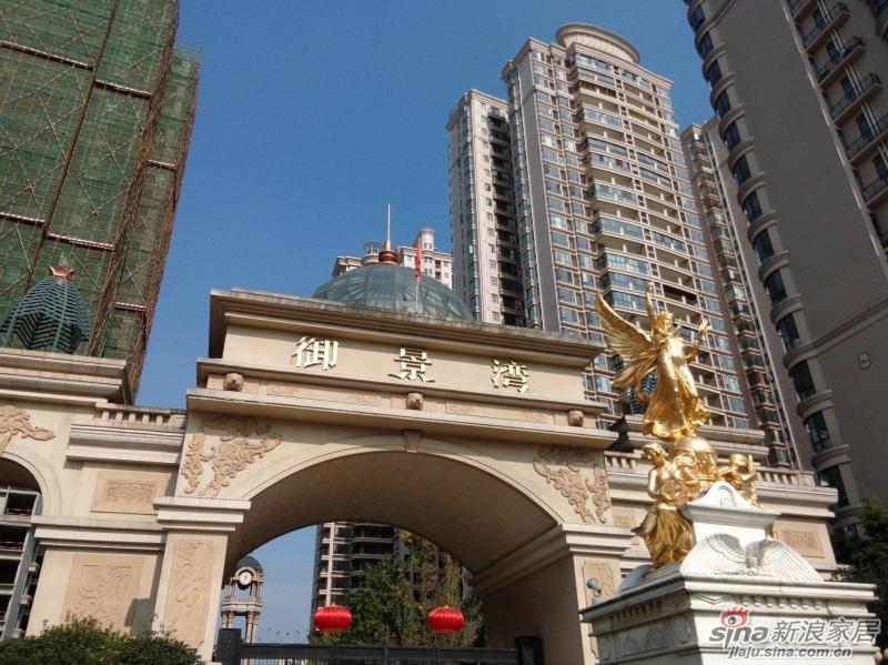 成都温江新城CBD核心区江安河畔御景湾高档住宅电视墙壁炉