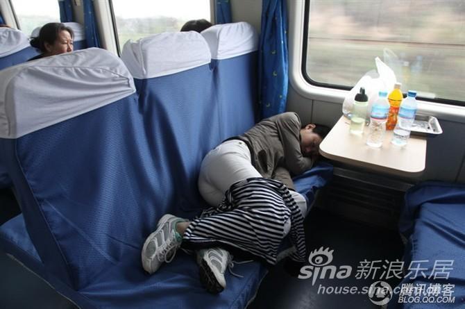 列车上的睡姿百态
