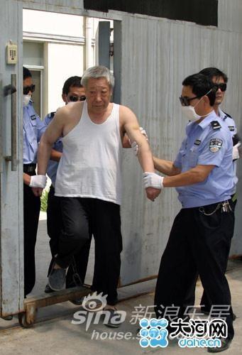 河南镇平奸淫24名女学生的官员吴天喜被注射