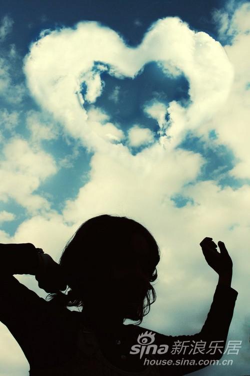 【当女人说不敢奢求爱情,只要一点友情】