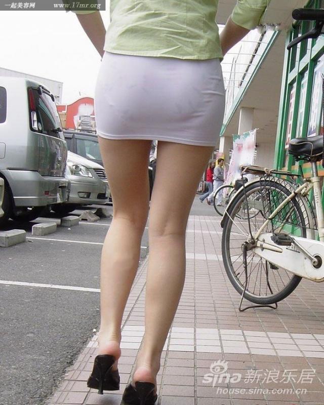 超短裙美女 超短裙美女坐车曝光图 少女 全球美女研究