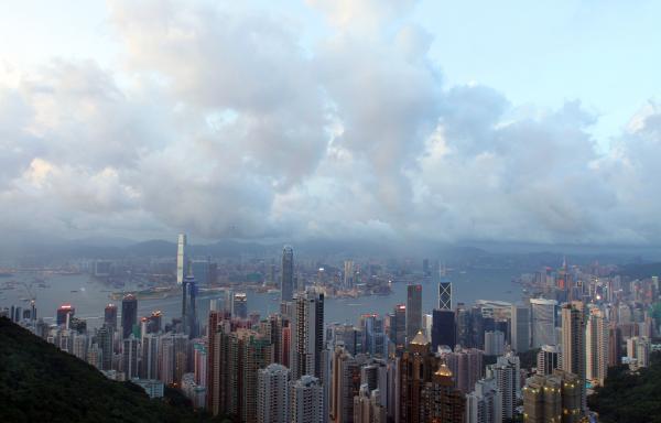 香港50平住宅降138万港元售出 投行称房价将再跌20%