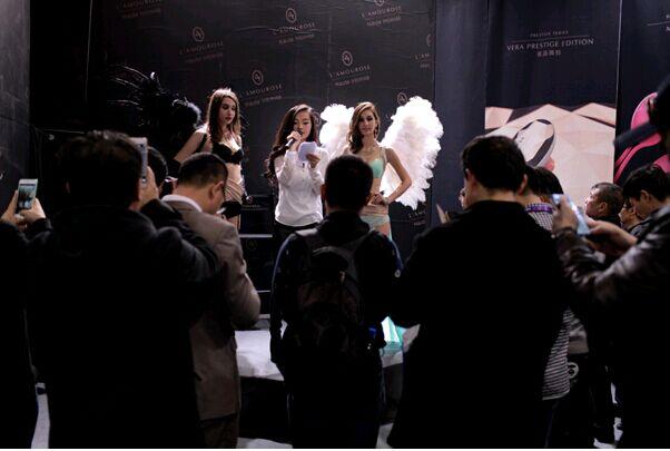 2015上海个子情趣展成人维秘秀,法国品牌惊服情趣小穿好怎样国际图片