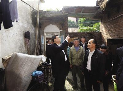 习近平关注居民房屋漏水要求当地政府帮助解决