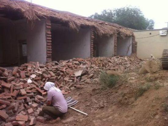 本人是一名80后的农村妻子,在老家有一座古老的房子,加上认为在城市买商品房不仅价格高,质量也没什么保障,所以我就决定在农村扒掉老房子开始自建房的过程。