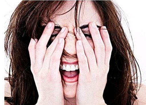女性脂溢性脱发怎么办 解答女性脂溢性脱发怎